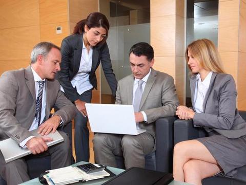 与公司领导单独相处,三句私话要忍住别说,一时嘴快后果不堪设想