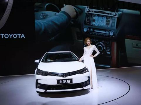 """丰田成最大赢家!卡罗拉展台前被""""挤爆"""",车模和车都好看"""