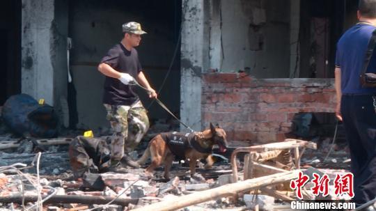 广西岑溪一民房发生燃爆 楼房坍塌7人受伤