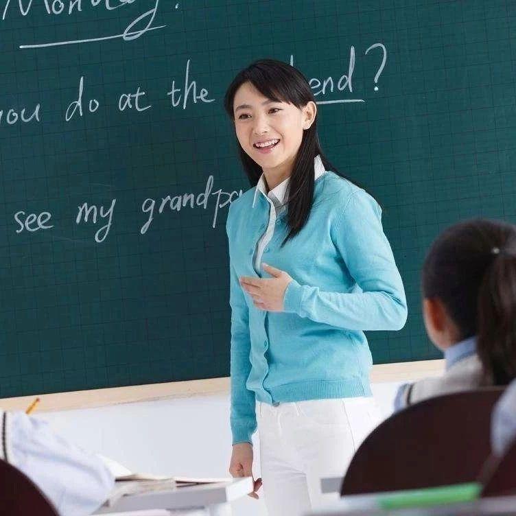 教育部等三部门:争取明年底全部消除66人以上超大班额