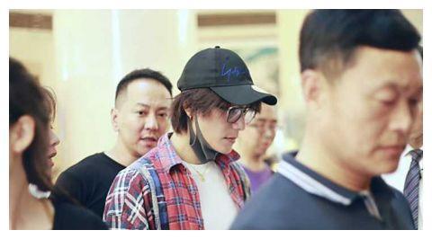 倪大红孙莉话剧《安魂曲》首演 黄磊陈坤等众星助阵