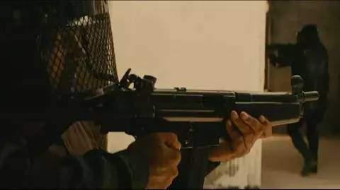 《孟买酒店》豆瓣8.4,这部恐怖袭击事件改编电影,看得我心慌