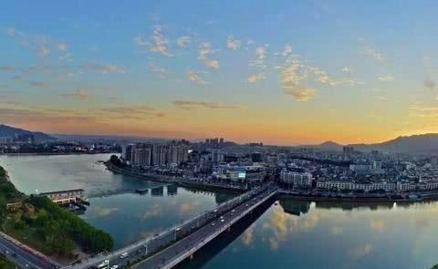 """拥有广东内河第一港,有""""石都""""的美誉,GDP却不过千亿"""