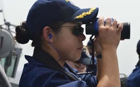 美军称航母舰员在波斯湾失踪,位置邻近伊朗海域