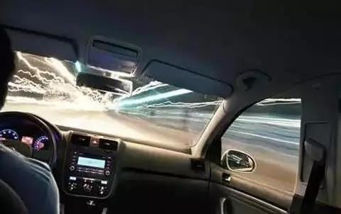 长时间开车头晕,罪魁祸首是前挡风玻璃!不是累的.....