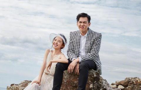 张若昀唐艺昕婚后出国度蜜月,两人游玩博物馆,唐艺昕更像是视察