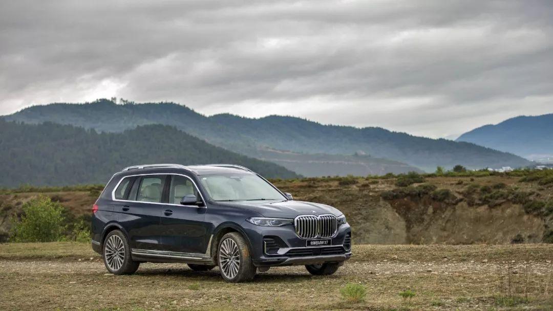 宝马最新旗舰SUV,售价比保时捷卡宴贵,空间比奔驰GLS还大