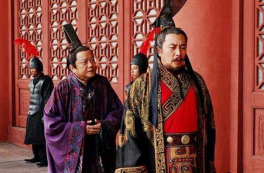史上第一个汉奸:率50万军队外出征战,皇帝暴毙后直接自己建国