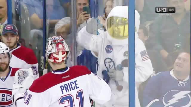 宇航员第一次登陆月球是在50年前 而他们第一次登陆NHL则是