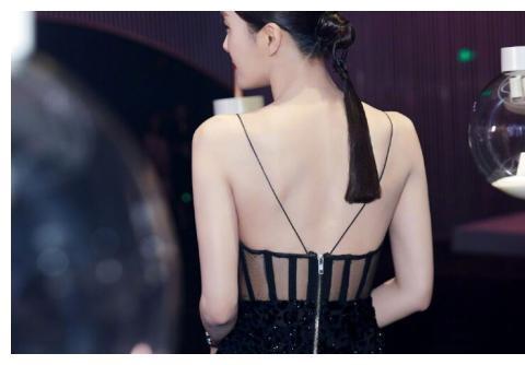 《延禧攻略》先皇后秦岚新造型,吊个中国结在后脑勺,网友:假发