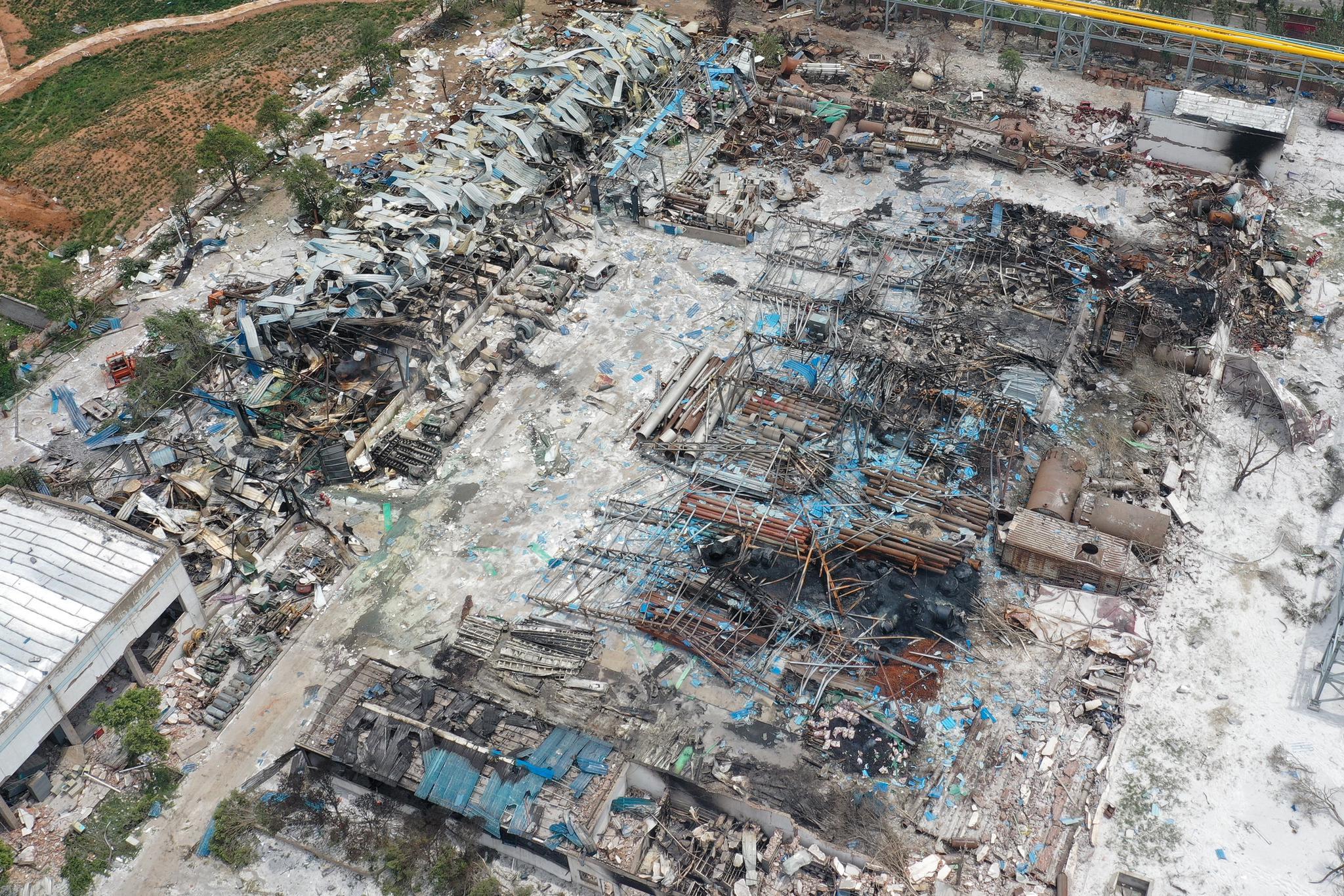 高清航拍发生爆炸后义马气化厂。记者 彭子洋 摄
