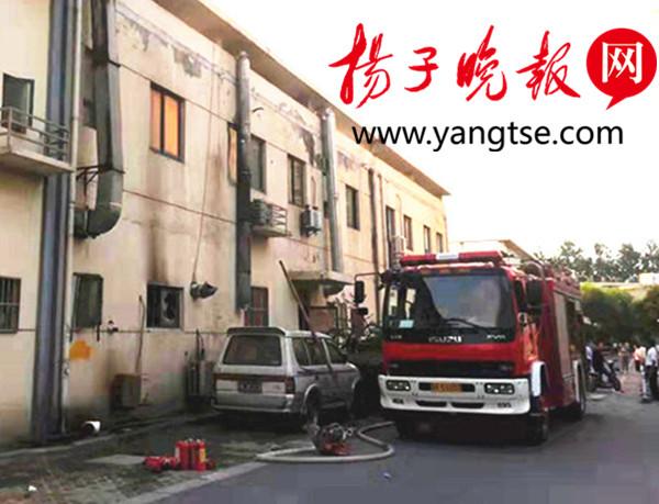 【暖新闻】消防队员冒高温灭火,初中小美女送来了矿泉水