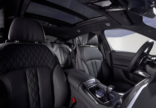 介绍款女性驾驶者最喜欢,轿跑SUV的鼻祖,配4.4T引擎4.1秒破百