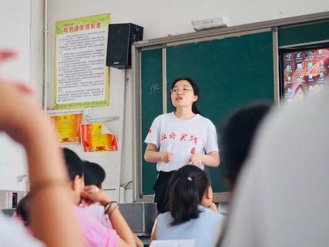 北京师范大学支教队离别安徽阜阳阜南于集乡中心小学难舍难分的情