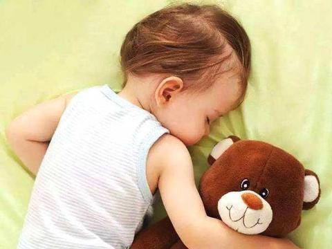 孩子睡觉前迟迟不肯上床,父母怎样利用奖励来解决孩子的拖延症