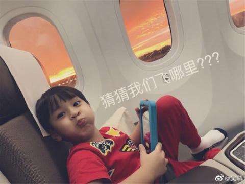 吴尊独自带娃旅行,neinei大长腿初显,照顾弟弟举动很暖心
