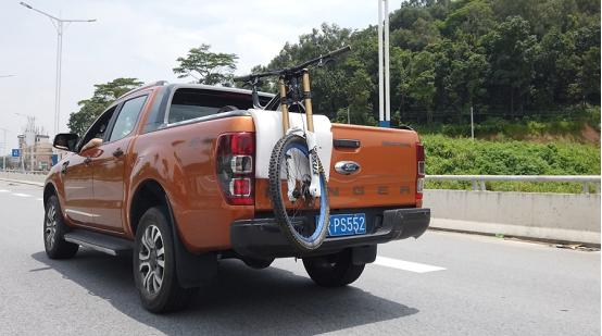 要不是被定义为货车,其实皮卡比SUV更适合去浪