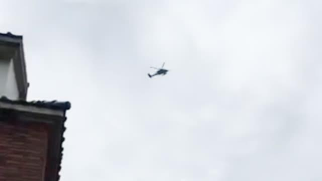 视频:军用直升机在韩国瑜房屋上空低空盘旋超2分钟 台空军:例行训练