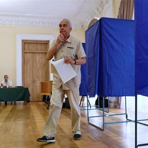 乌克兰开始举行议会选举