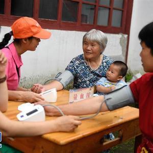 浙江:志愿团体下乡为民服务