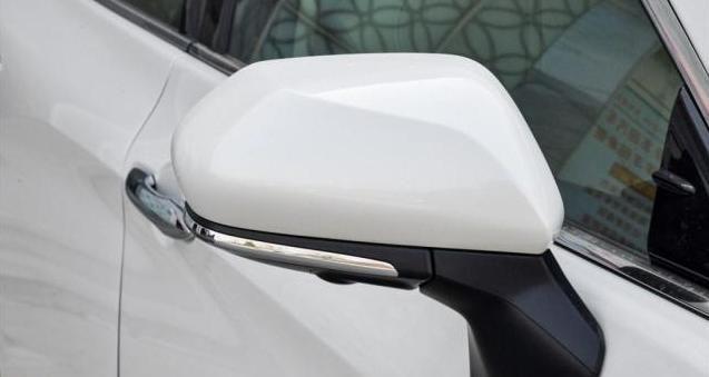 迟来的惊喜,丰田推新款亚洲龙 全系标配LED,油耗是惊喜