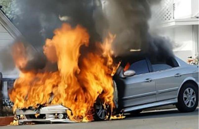 玛莎拉蒂追尾宝马7系,7系起火燃烧,这是豪车应该有的质量?