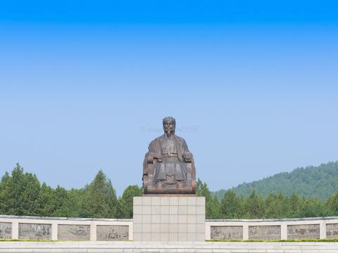山东这个景区有一尊诸葛亮铜像,重达7吨成了景区标志
