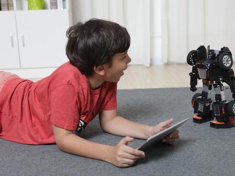 """从动画走入现实!""""汽车人变身""""秒变跑车的编程机器人来了"""
