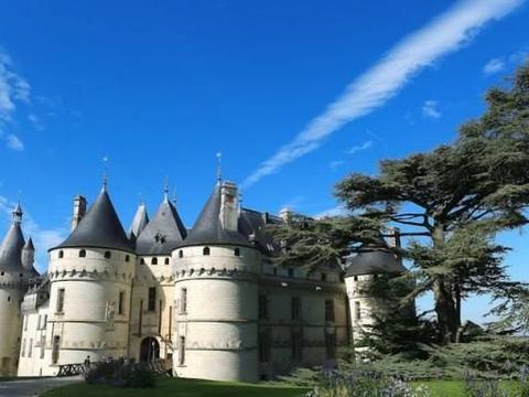 肖蒙城堡,一个给人壮丽感的庞大建筑,周围带有美丽的花园