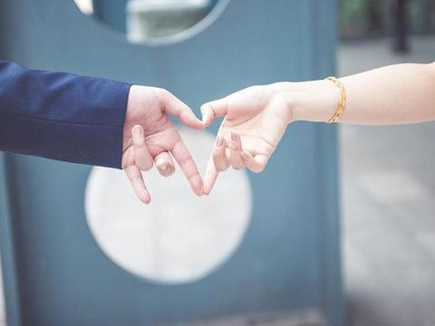 """""""婚房都买不起,还说爱我,我可不敢嫁给你""""""""那就分手吧"""""""