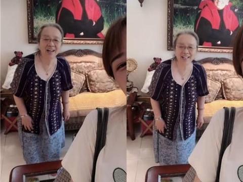 83岁容嬷嬷与孙女互动太可爱,奢华豪宅意外曝光却坐公交买菜