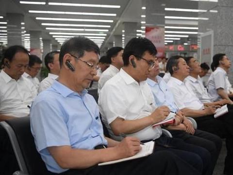 """北京市政务服务中心""""冷清""""的服务窗口背后:一窗通办"""