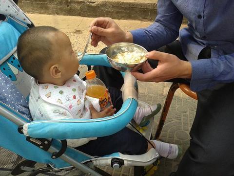 提醒:小孩鼻炎最好别碰4种食物,1个方法能通鼻