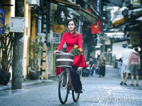 去越南旅游时,导游劝告男游客别搭理卖生菜美女,可有人不当回事
