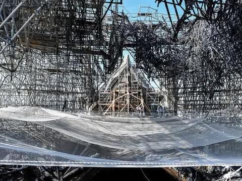 巴黎圣母院重建现场照片曝光,废墟满地还在准备过程中