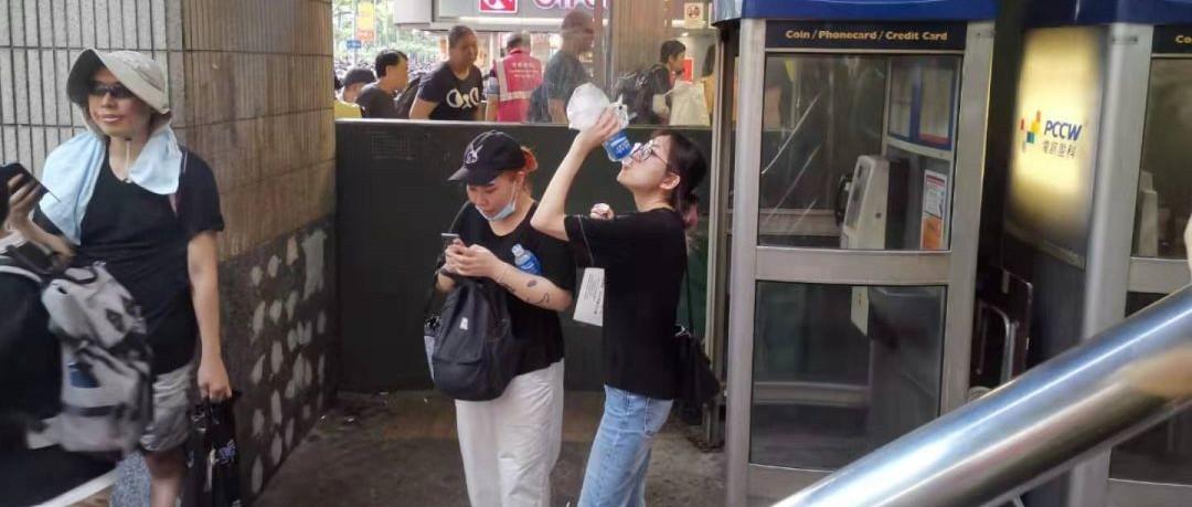 宝矿力水特刚在微博道完歉,香港反对派又在比着喝!