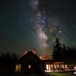比利时男子在美犹他州露营 意外捕捉流星划过夜空