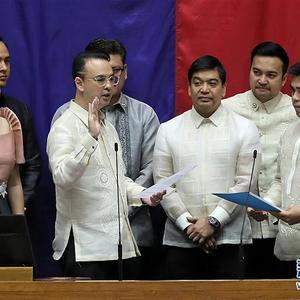 菲律宾前外长卡耶塔诺当选新一任众议长