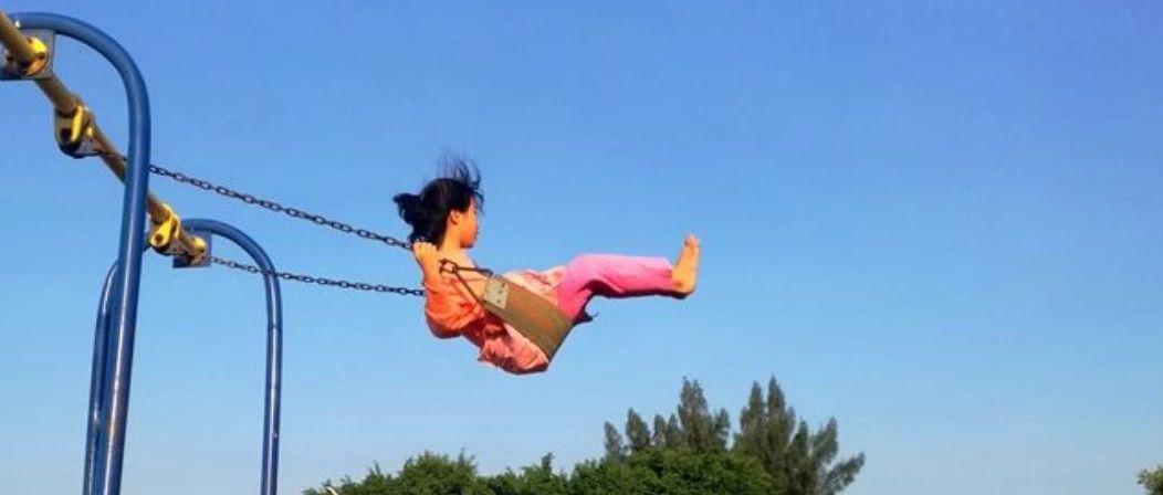 当心!九江一小孩脚卡健身器材 你家孩子可能爱玩这个