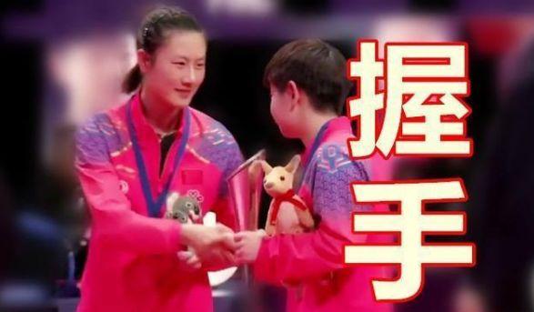 同样是输给小将孙颖莎,丁宁和刘诗雯的赛后表现完全不同!