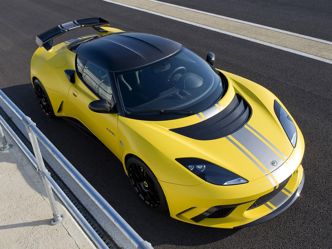 2000匹马力,9秒跑到300km/h,送你这台新车…当壁纸