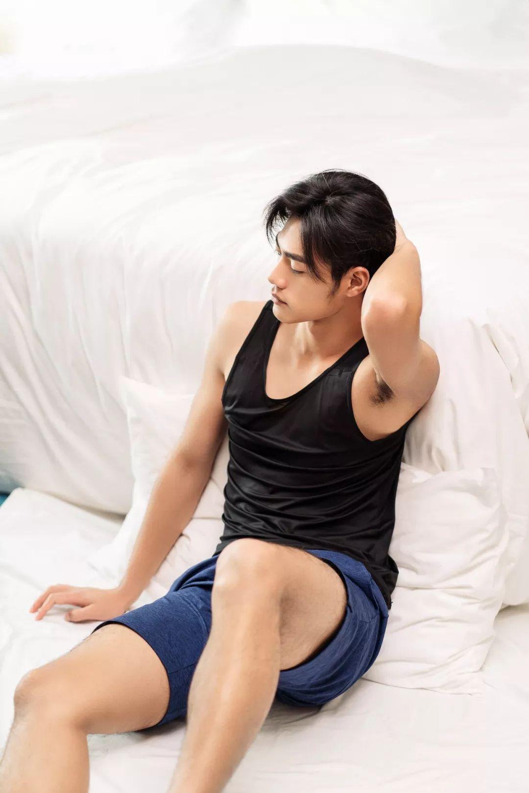 孕期可以穿文胸睡觉吗:夜里带文胸入睡好么