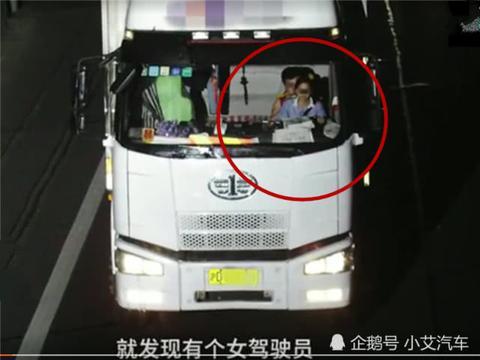 高速行驶女子坐男子身上被拍!交警:这么多电子眼,一点都不收敛