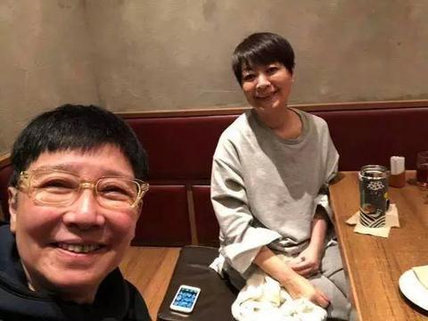 64岁金燕玲患癌化疗却无一丝憔悴,同框时比闺蜜关之琳更惊艳