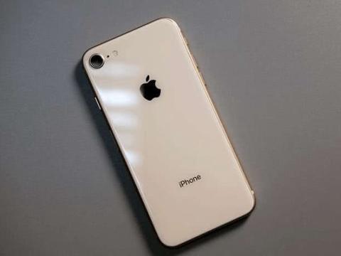 """库克下血本,iPhone8跌至""""小米价"""",劝你别入坑了!"""