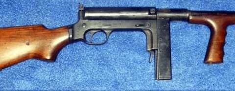这把冲锋枪不用于装备军队只供给地下组织和特种部队使用