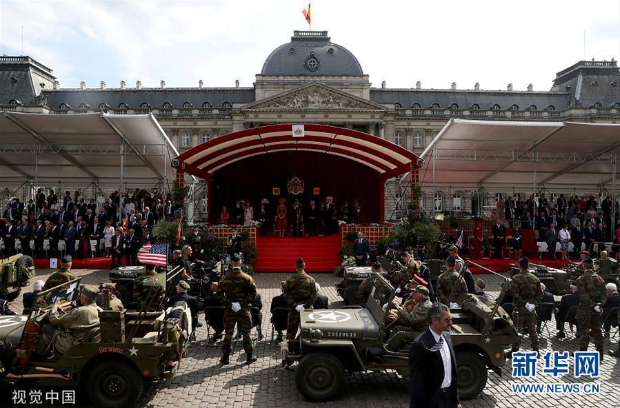比利时王室成员出席国庆日阅兵式