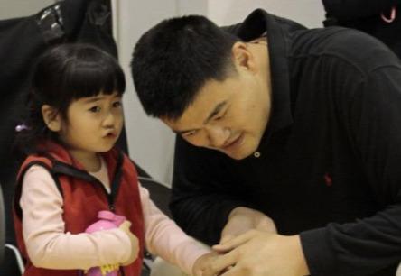 姚明基因太强大,9岁身高赶得上别人20岁,如今姚沁蕾又长高了