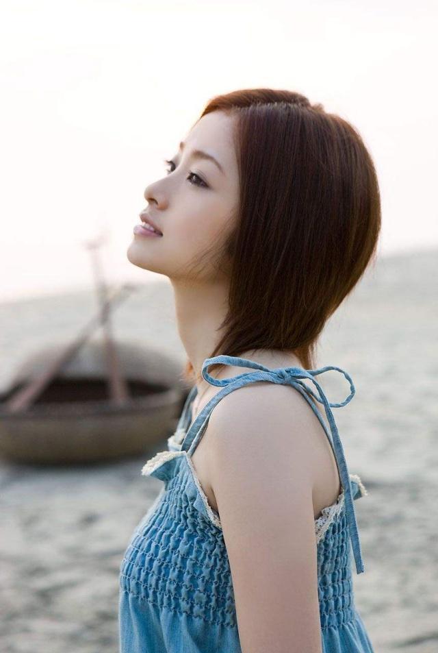 美女写真:甜美清纯的上户彩,昼颜中的出轨都演绎出初恋感觉