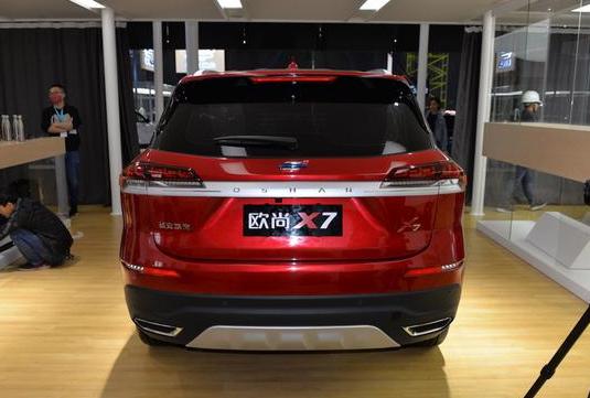 轴距达2780mm,搭1.5T发动机,欧尚X7实车曝光,预计11月正式上市
